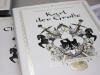 """Im wesentlich-Verlag frisch erschienen: """"Karl der Große – die ganze Warheit"""" von Illustratorin Fabienne Loodts und Grafikerin Saskia Petermann"""