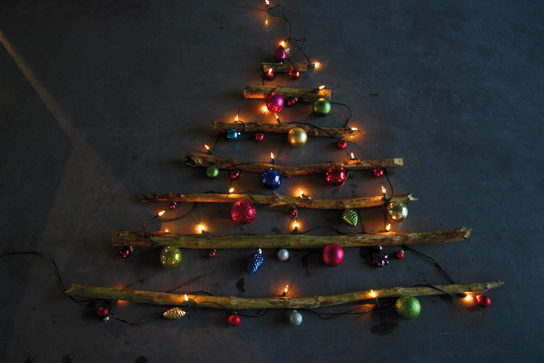 weihnachtsbaum an der decke befestigen europ ische weihnachtstraditionen. Black Bedroom Furniture Sets. Home Design Ideas