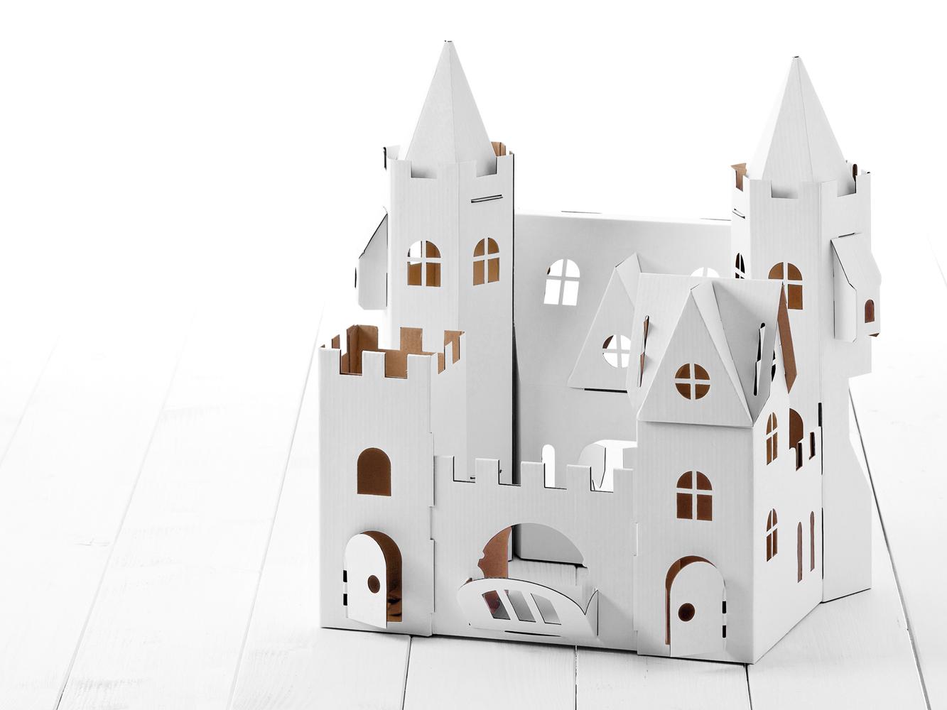 geschenktipp 9 m rchenschloss aus karton kingkalli. Black Bedroom Furniture Sets. Home Design Ideas