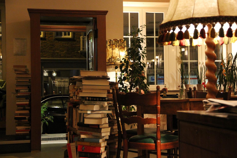 ausprobiert familientag in der caf und bar zuhause kingkalli. Black Bedroom Furniture Sets. Home Design Ideas
