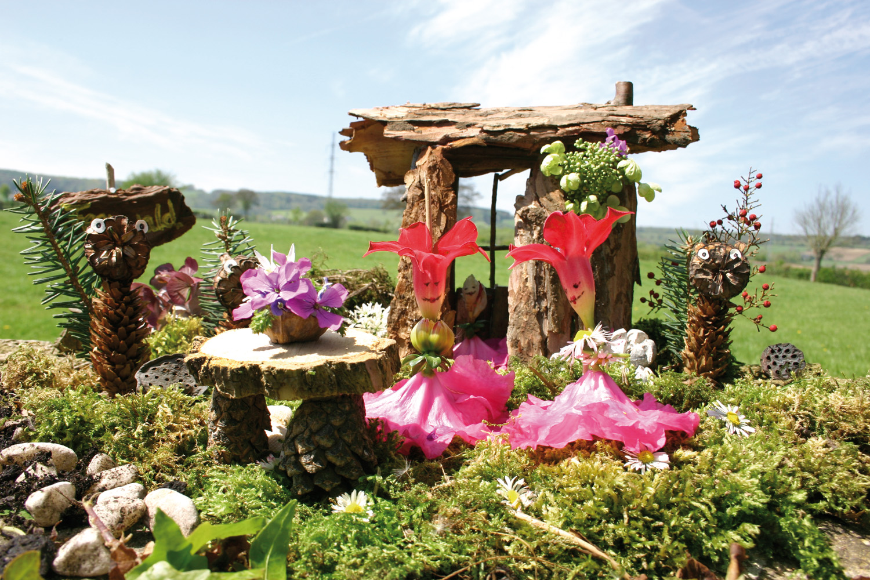 Basteln Mit Naturmaterial Holzhauschen Mit Garten Kingkalli