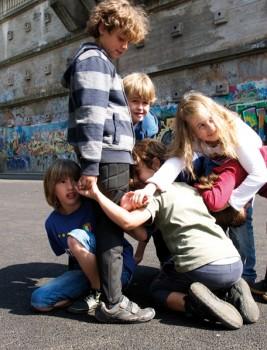 """Straßenspiele: """"Knotenmutter, hilf uns"""""""