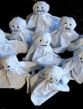 Halloweenkegel aus Toilettenpapierrollen
